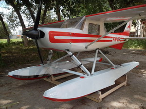 http://fasterwind.net/galery/cessna_150/img_cessna_150_small/faster_wind_cessna_150_small_1477.jpg